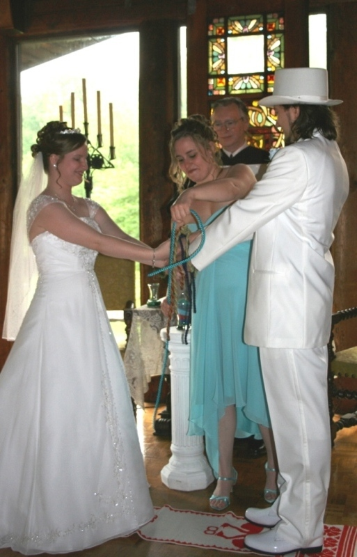 Tying the last handfasting cord after the handfasting vows
