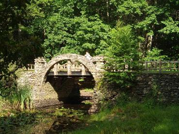 The stone bridge is ideal for wedding ceremony photos.