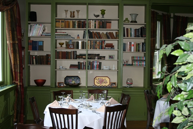 The Library is an elegant setting for a sweetheart table dinner.
