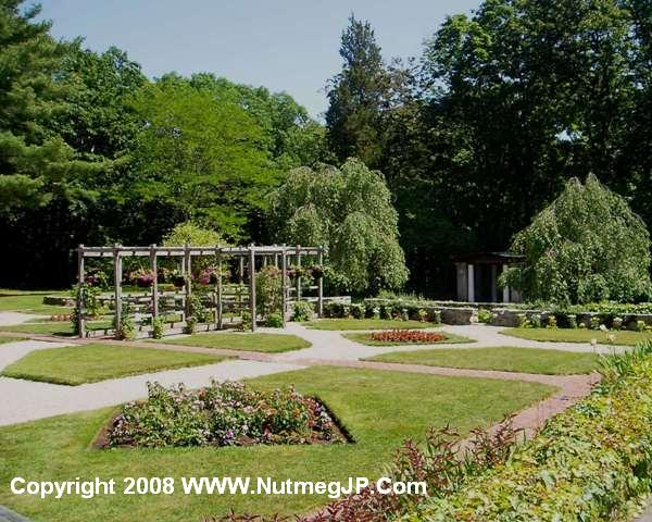 The gardens in The Mansion at Bald Hill are perfect settings for an outdoor wedding.